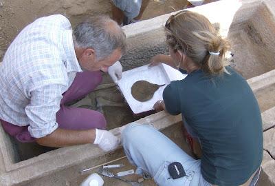 Τάφος του 4ου πΧ αιώνα στη Νέα Σμύρνη! - Σελίδα 2 HPIM4972