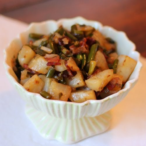 Almost Slowfood: Tasty Side: Potato, Bacon and Garlic Scape Hash