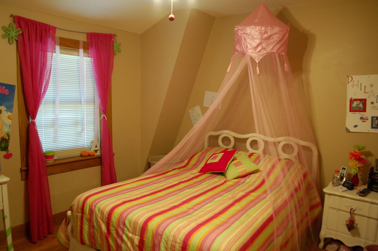 berry homespun primitives amariah 39 s hot pink lime green bedroom part 2. Black Bedroom Furniture Sets. Home Design Ideas