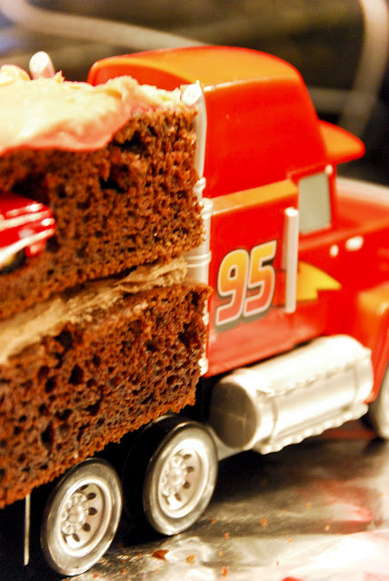Mack Cars Cake http://homemakingirl.blogspot.com/2009/02/make-cars-birthday-cake-mack-truck.html