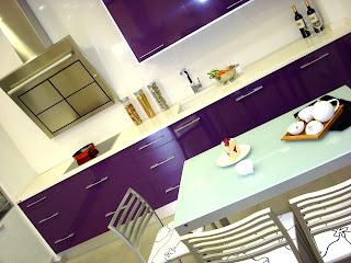 cocina-esposicion-vista-girada-mare-morado-canto-pvc-aluminio-madrid-valdemoro-ciempozuelos-aranjuez-pinto