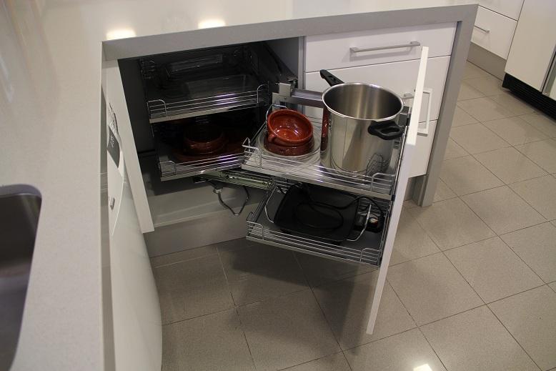 El interior de los muebles de cocina los mejores herrajes for Muebles de rinconera