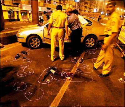 mumbai police killed two terrorists escaping in a car