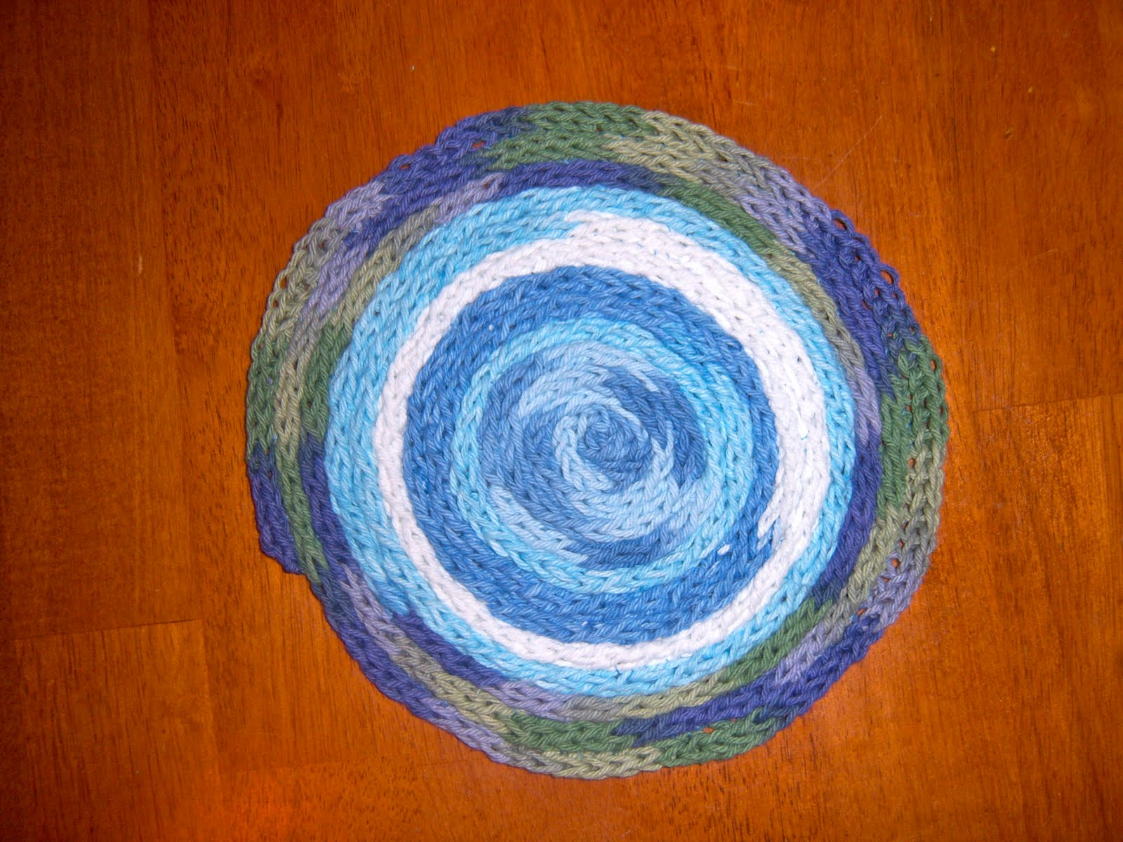 French Knitting Rug : Textiles you spool knit rug