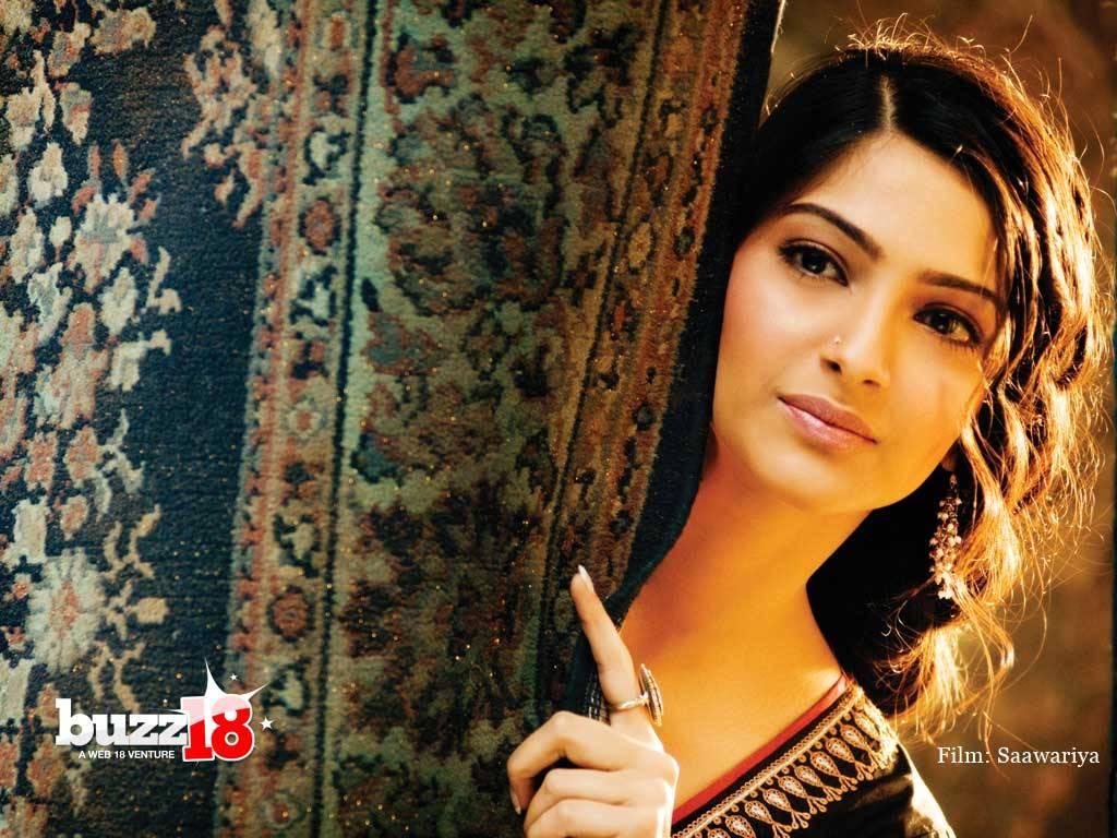 Sonam Kapoor Wallpapers - Celebrities Gossips