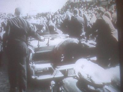 11/18/63: agents on rear of car