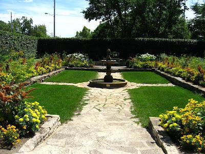 Cheesehead Gardening: August 2009