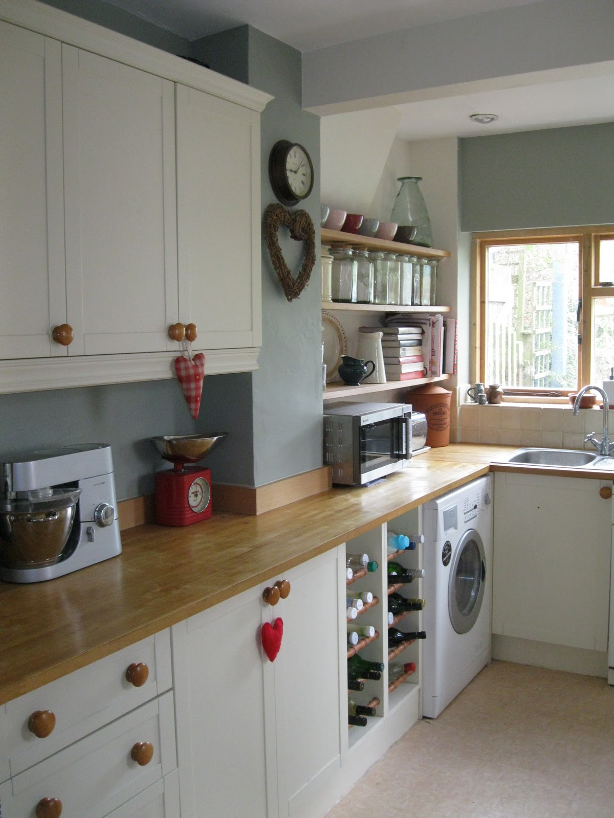 Modern country style modern country kitchen makeover for White kitchen colour schemes