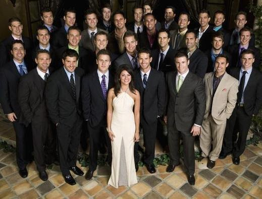Группа много мужчин одна девушка