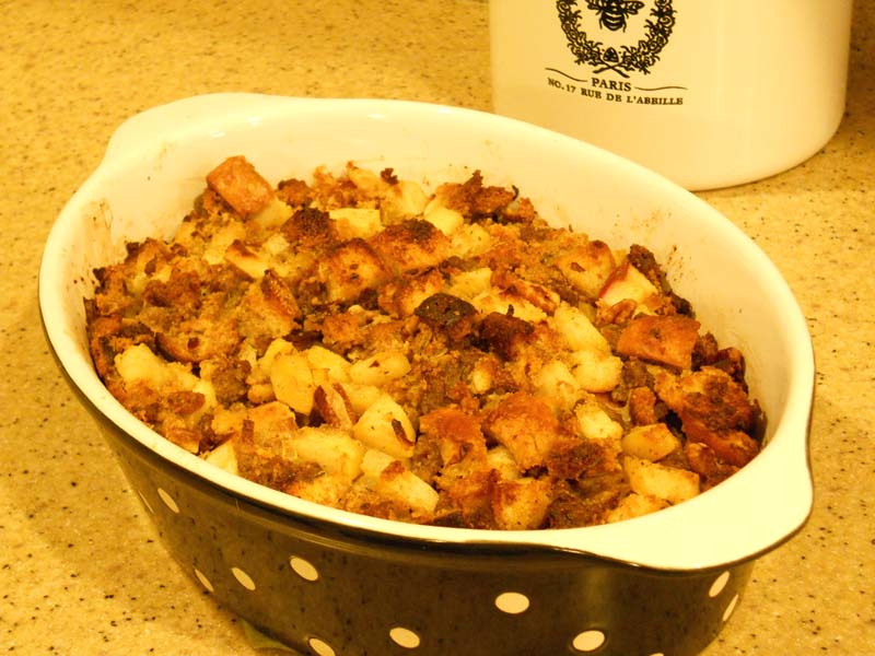 The Silver Palate's Corn Bread-Sausage Stuffing With Apples Recipes ...