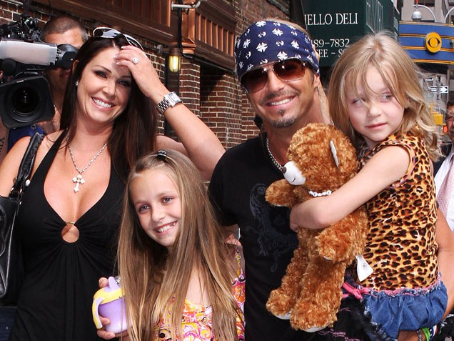 Bret Michaels and Kristi Gibson with their daughters