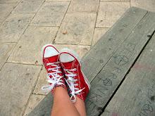 Las zapatillas rojas.