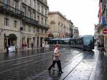 Viene el tranvía de Bordeaux.