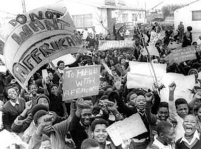 Soweto uprising  terunik, 10 Demonstrasi Paling Mematikan Dari Seluruh Dunia . natural.co.id