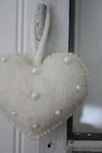 Cuore in feltro e perle
