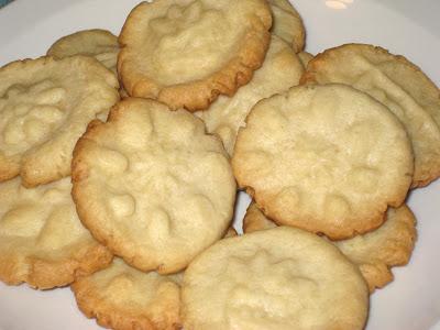 eat christmas cookies 2 mexican wine cookies