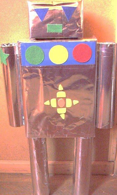 este robot hecho con materiales reciclados es muy sencillo de hacer