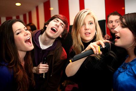 cantando karaoke: