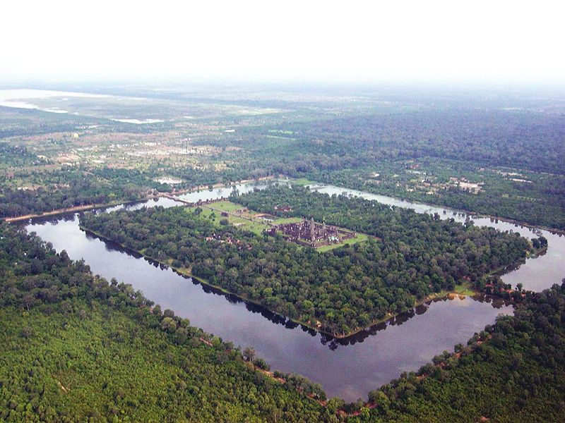 [800px-Angkor-Wat-from-the-air.jpg]
