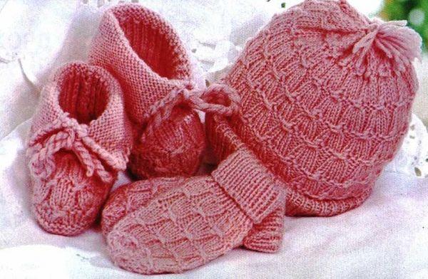 Bebek şapkası, eldiven ve patiği
