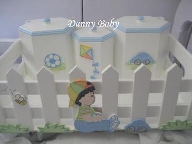 bandeja com potes de bebê para menino