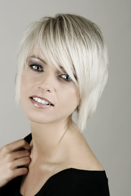Short blonde hairstyle 2009