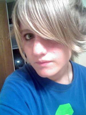 blonde emo girl hairstyle
