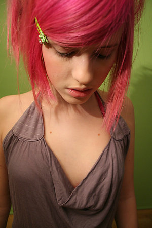 emo color hairstyle