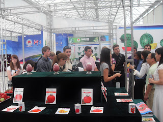 Students visit Zhongdu Seeds