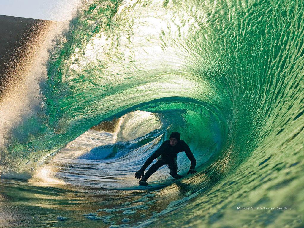 http://3.bp.blogspot.com/_9ZsDd511IiA/THAG2Nfwi4I/AAAAAAAAACw/597iVew8_m8/s1600/mickey-smith-surfing-sport-wallpapers-1024x768.jpg