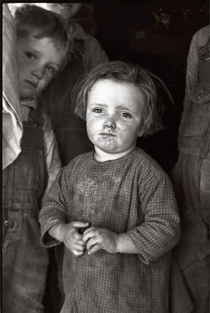 Carl Mydans Little Angels March 1936. Baby girl of family living on Natchez ...