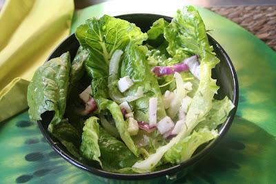 Articole culinare : Salata verde romana cu 2 feluri de branza