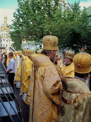 Священники в ожидании приезда Патриарха Кирилла
