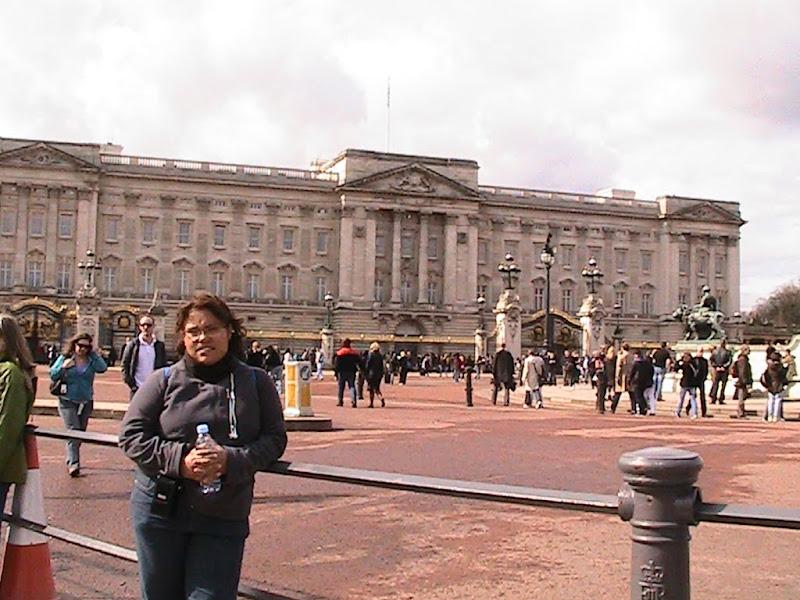 jejeje no es cierto este es el Palacio de Buckingham en londres title=
