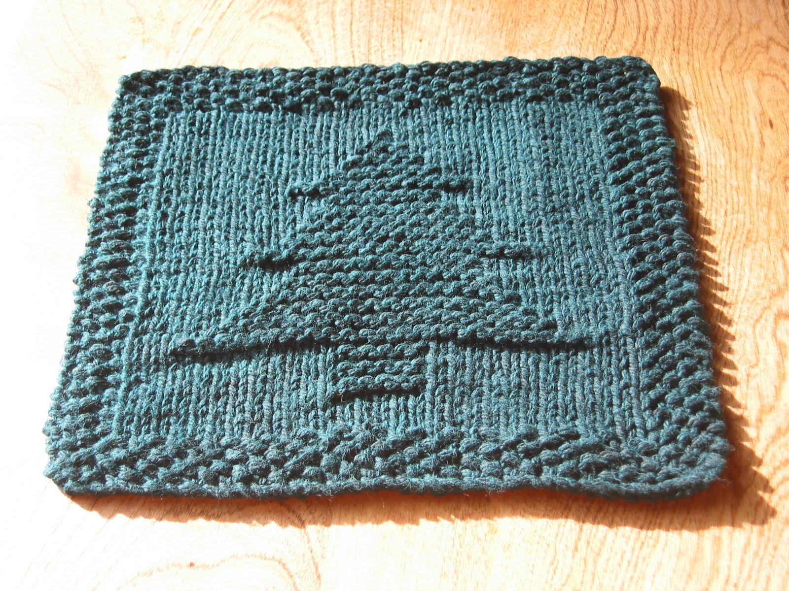 Free Knitting Patterns Christmas Dishcloth : A Little Backwards: Christmas Tree Dishcloth
