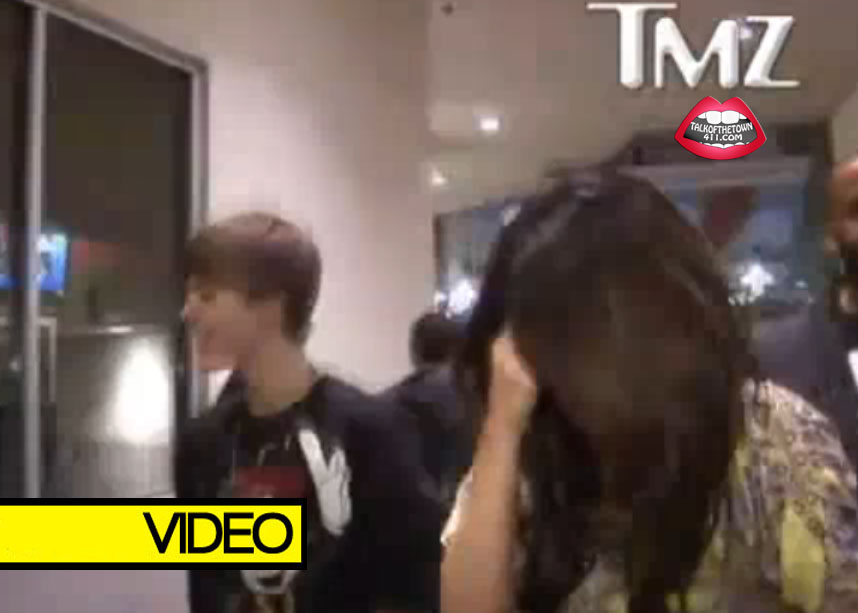 Justin Bieber & Selena Gomez Caught Comming Out Of Movie Theater