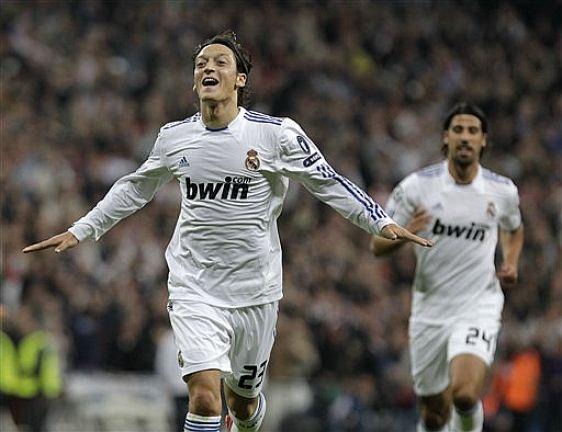 ������ ����� ����� 2011 ������ Ozil-Real.Madrid-2010-Champions-AFP-A.Kudacki.jpg
