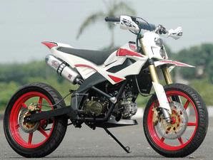 MODIFIKASI MOTOR GAYA SUPERMOTO