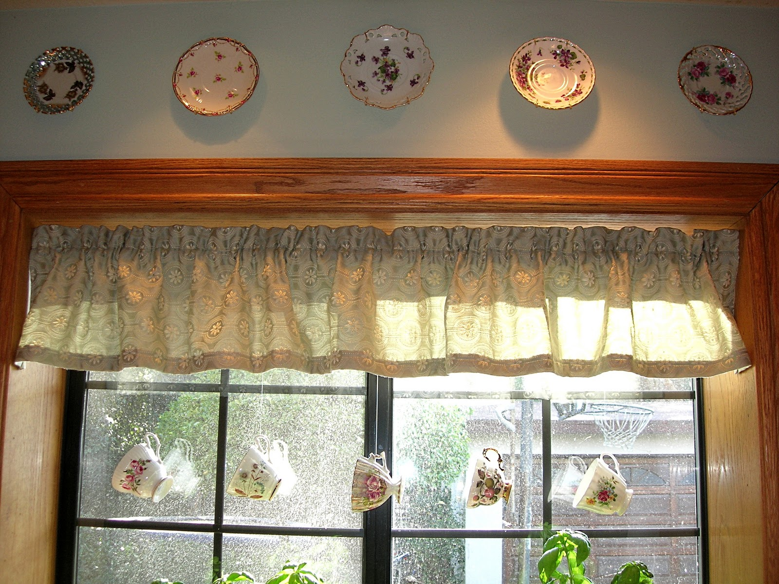 DIY Window Valance - Dishes and Designs