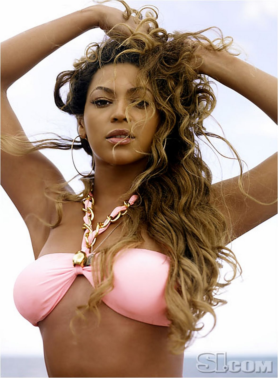 http://3.bp.blogspot.com/_9lSwJ-jeXxQ/TIwmj-A9KGI/AAAAAAAABPk/18MzNF32Okk/s1600/pink-bikini-beyonce.jpg
