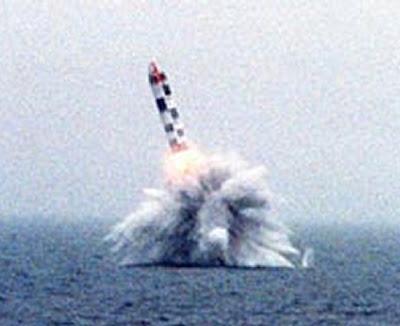 http://3.bp.blogspot.com/_9meF9S6NvA4/Ruhgfu8q4CI/AAAAAAAAAZ0/FsEgyOcX9CQ/s400/missil_bulava_M.jpg