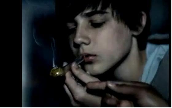 robert pattinson smoking pot. Justin Bieber Caught Smoking