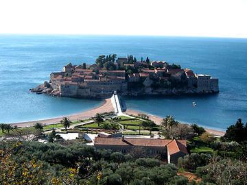 La città isola di Sveti Stefan in Montenegro