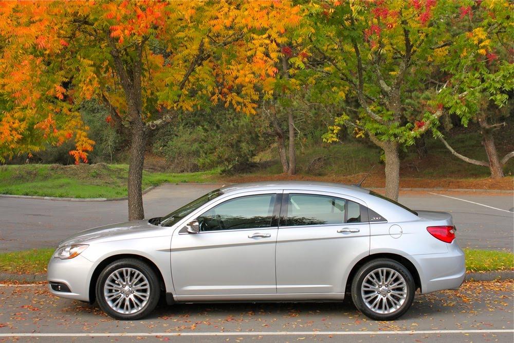 Autos Américaines Blog: 2011 Chrysler 200 et Town & Country, les prix