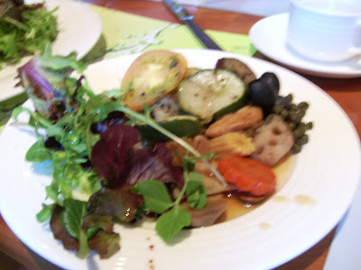 Vegetarian+food+from+omnivorous+buffet.JPG