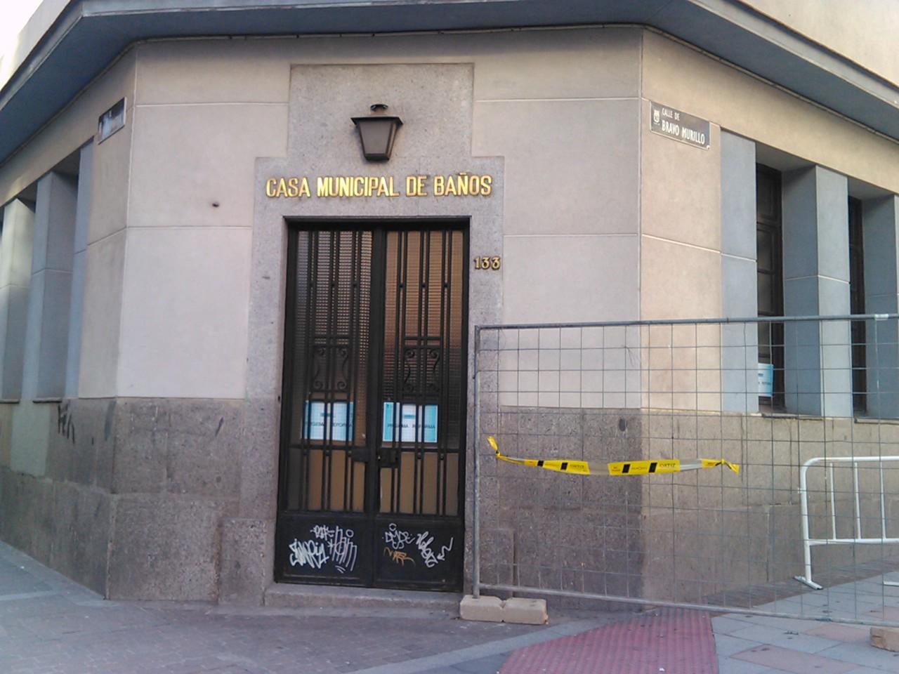 Casa de ba os de tetu n madrid for Oficina madrid tetuan dni