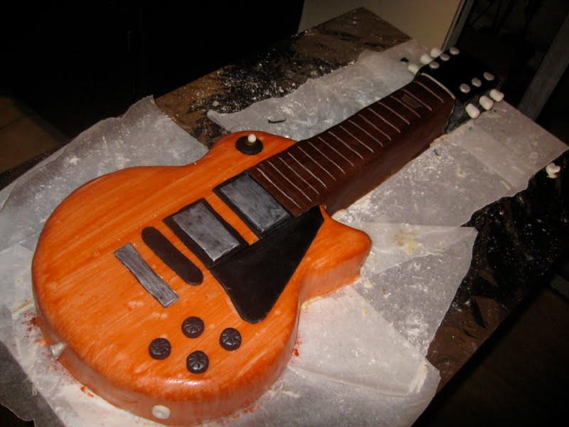 Images Of Guitar Cake : Jana*s Fun Cakes . blogspot: The Guitar Cake