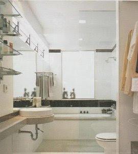 Desain Kamer Mandi Simpel Dan Senada Antara Warno Dinding Dan Perabot Sanotairnya
