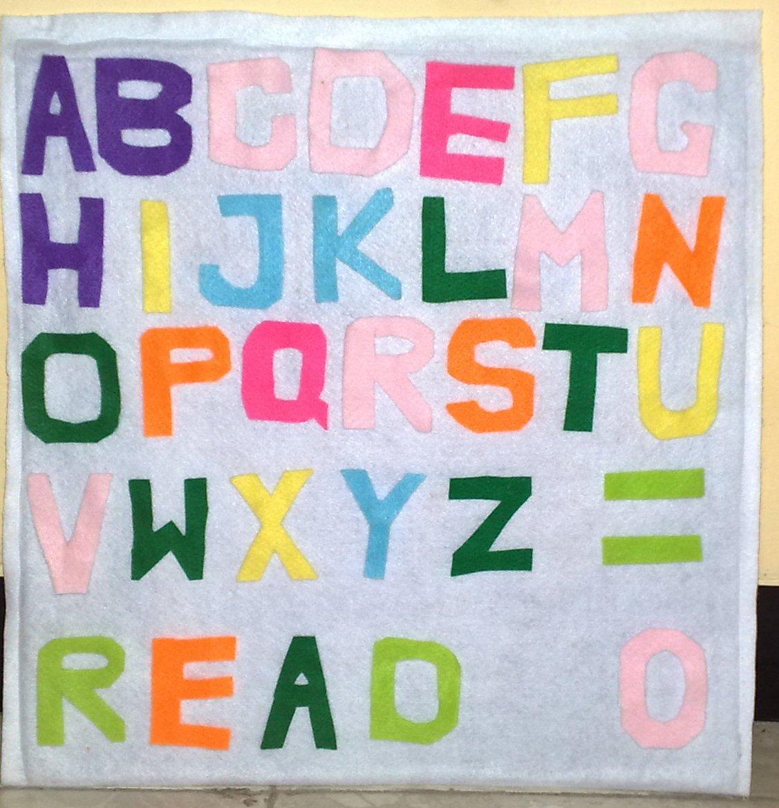 Papan Tulis dan huruf yang bisa dibongkar pasang (belakang hurufnya di ...