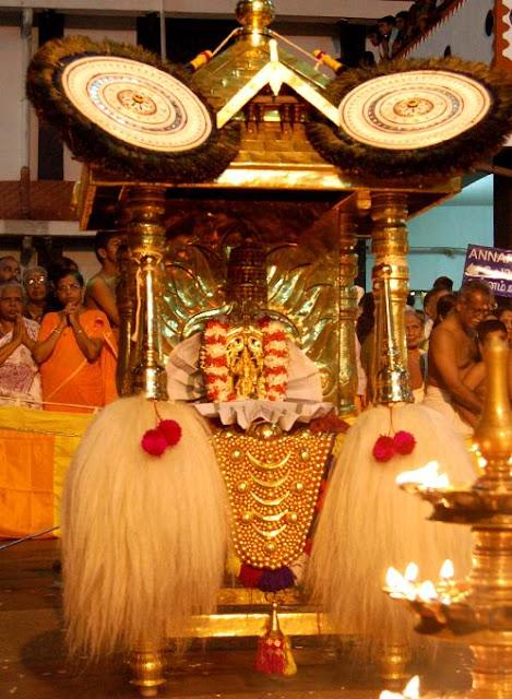 [Guruvayur+Temple+Festival.jpg]